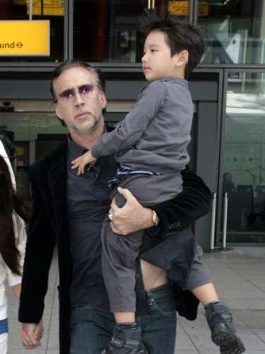 KAL-EL. Nicolas Cagepuso de manifiesto su fanatismo por la historia de Superman y no se le ocurrió mejor ideaque ponerle ese nombre a su segundo hijo nacido en 2005.