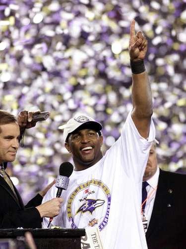 Lewis fue nombrado el jugador más valioso del Super Bowl donde los Ravens derrotaron 34-7 a los NY Giants.