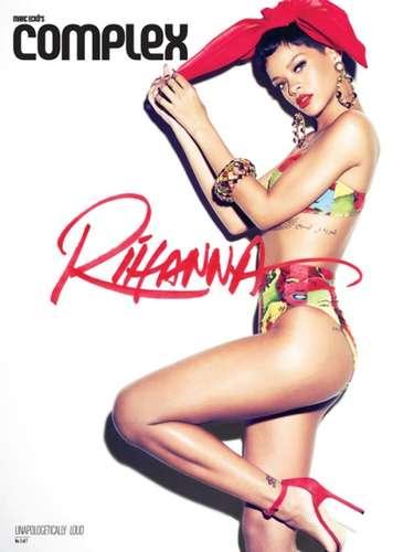 Desde que abrió su cuenta de Twitter el 2 de octubre de 2009, Rihanna ha publicado más de 230 autorretratos.