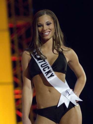 Alysha Harris ganó el concurso de belleza de su estado en 2008 y fue fotografiada con el polémico receptor de la NFL.