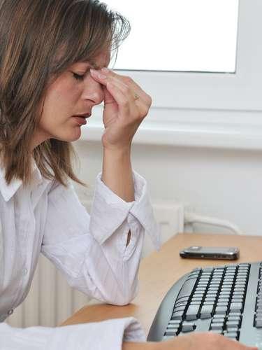Aparentar que no está enfermo: Ignorar la tos persistente o la sensación de fiebre son maneras efectivas de diseminar la enfermedad (y sobra decir que probablemente no desempeñará su trabajo de la mejor manera si se siente mal). ¿Cuál es el mejor momento para volver al trabajo? \