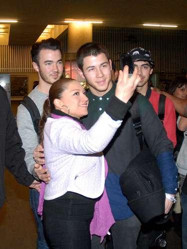 Una afortunada fan pudo tomarse una foto con uno de sus ídolos.