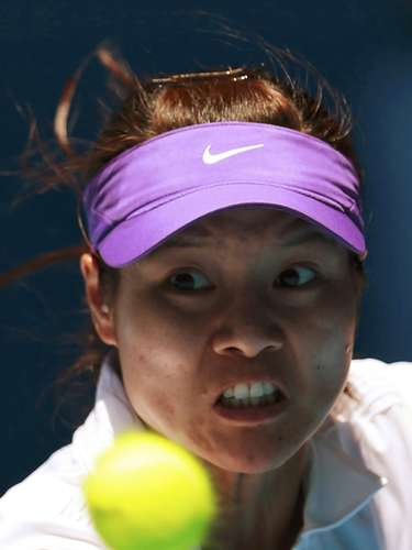 Li Na focuses on the ball. REUTERS/Tim Wimborne