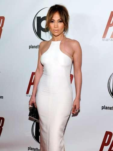 En la película, Jennifer sale muy ligerita de ropa en donde deja sus bien torneadas curvas