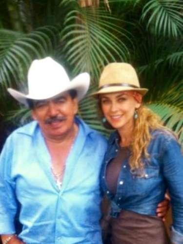 Joan Sebastian y Aracely Arámbula están juntitos en el plano musical, pues el cantautor se encargó de componer el tema de \