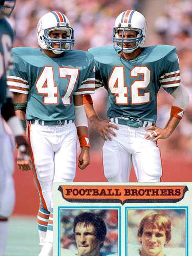 Glen y Lyle Blackwood. Los hermanos Blackwood jugaron con los Delfines de Miami en el SBXVII and SBXIX.