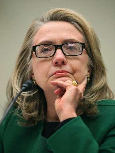 Sin embargo, uno de los asesores de Clinton, Philippe Reines, confirmó que Clinton comenzó a utilizar gafas a consecuencia de la contusión que sufrió a principios de diciembre.