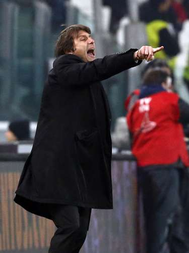 Juventus coach Antonio Conte gestures during the match against Genoa. REUTERS/Stefano Rellandini