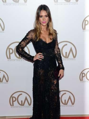 Jessica Alba llega a la ceremonia que honra a los productores de Hollywood