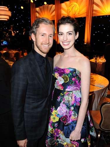 Anne Hathaway y su esposo Adam Shulman disfrutaron del momento en la premiación
