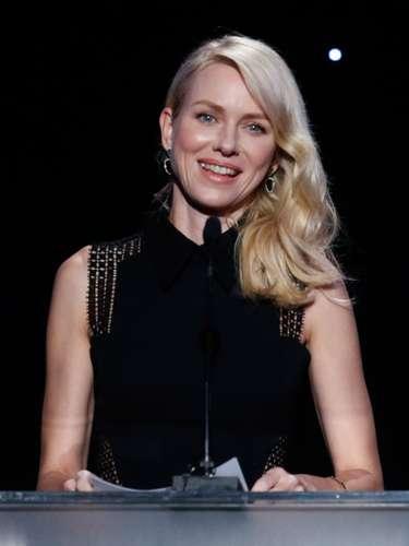 La bella Naomi Watts presentó un premio en la noche de los productores