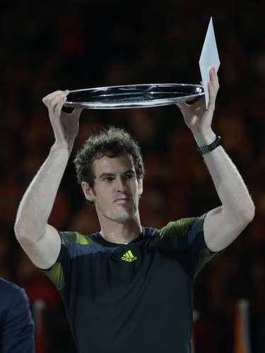 Andy mostró su trofeo como subcampeón del torneo.