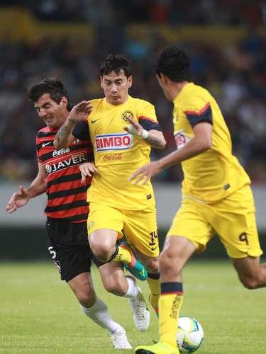 Rubens Sambueza fue el mejor jugador del América, estuvo cerca de empatar el partido con un disparo de fuera del área que se estrelló en el poste y aportó la asistencia del primer gol.