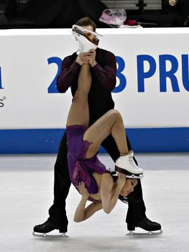 Lynn Kriengkrairut and Logan Giulietti-Schmitt compete during the free dance at the U.S. Figure Skating Championships in Omaha, Nebraska, January 26, 2013.  REUTERS/Jim Young  (UNITED STATES - Tags: SPORT FIGURE SKATING)