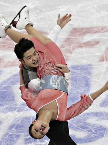 Maia and Alex Shibutani compete during the free dance at the U.S. Figure Skating Championships in Omaha, Nebraska, January 26, 2013. REUTERS/Jim Young (UNITED STATES - Tags: SPORT FIGURE SKATING)