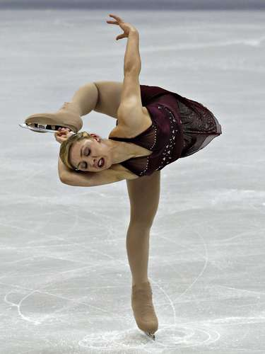 Courtney Hicks competes during the Ladies Free Skate at the U.S. Figure Skating Championships in Omaha, Nebraska, January 26, 2013.  REUTERS/Jim Young  (UNITED STATES - Tags: SPORT FIGURE SKATING)