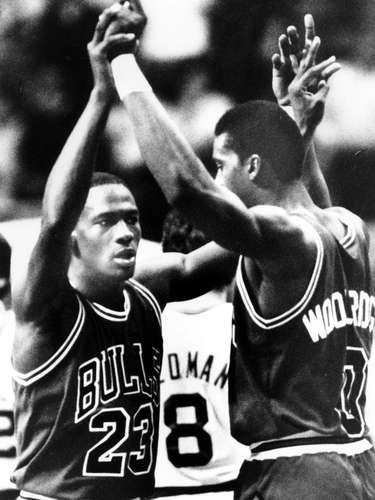 En el Juego 2 de los playoffs de 1986, contra el eventual campeón de la NBA Boston Celtics, Jordan estableció un récord de playoffs que sigue vigente, con 63 puntos en el Boston Garden, aunque los Celtics barrieron a los Bulls de Jordan.