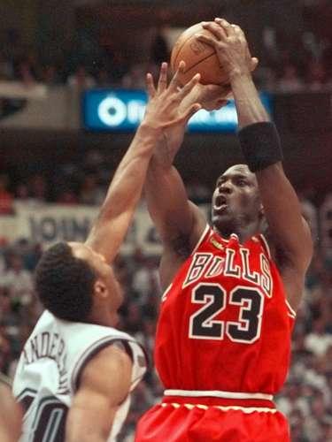 Pero Jordan no podía estar lejos mucho tiempo, volviendo a la NBA en 1995 con su famosa declaración \
