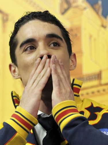 Javier Fernandez of Spain blows a kiss after his performance during the men's free skating program at the European Figure Skating Championships in Zagreb January 26, 2013.                   REUTERS/Antonio Bronic (CROATIA  - Tags: SPORT FIGURE SKATING)