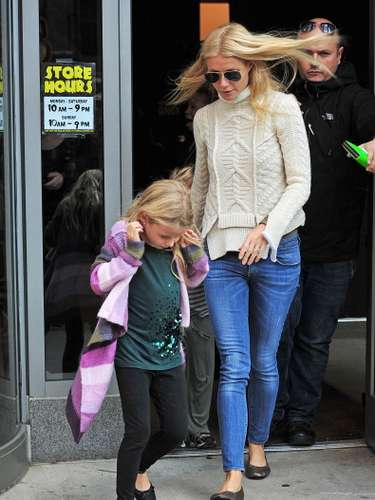 El sitio web de la revista HOLA! realizó un recuento con alguno de los nombres más curiosos de los nombres de los hijos de algunos famosos. Entérate acá de algunos. Apple Blythe Alison Martin, la Hija de Gwyneth Paltrow con el cantante de Coldplay Chris Martin.