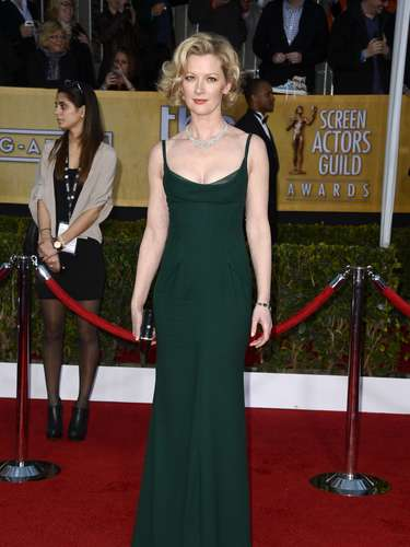 Boardwalk Empire's Gretchen Mol bust line is a feast for the eyes in this minimal hunter green dress.