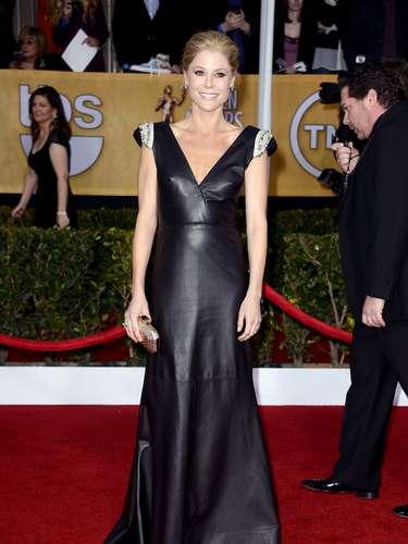 Una de las estrellas más perseguidas para esta noche de gala fue la actriz Julie Bowen quien con su belleza y simpatía se robó el corazón no solo a los presentes sino los lentes de las cámaras.