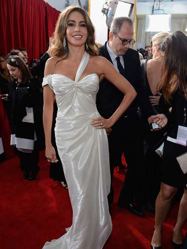 BEST. Sofía Vergara was classic elegance in her Donna Karan Atelier gown, Charlotte Olympia shoes and a Jimmy Choo bag.