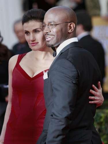 Los actores y esposos Idina Menzel y Taye Diggs conquistaron los SAG Awards