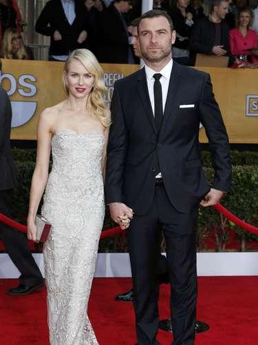 Naomi Watts llegó y presentó un premio SAG junto a su esposo, el también actor Liev Schreiber
