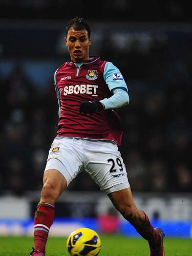 Moroccan striker Marouane Chamakh joined West Ham on a loan from Arsenal for an undiclosed fee.