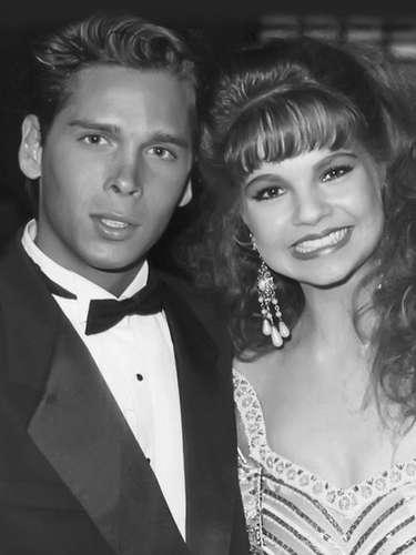 Desde sus 23 años, Roberto Palazuelos ya era aficionado al bronceado. Aquí con Ana Patricia Rojo en una entrega de premios Los Heraldos.