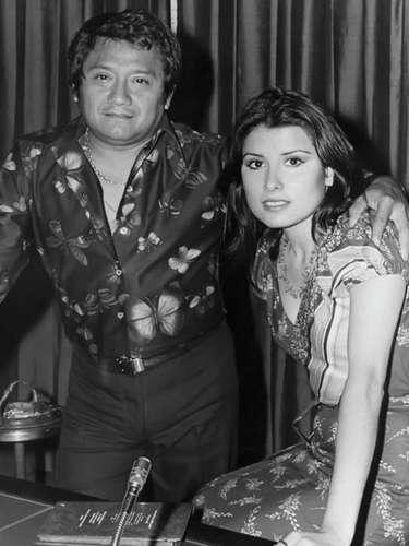 A sus 23 años la cantante Dulce grababa el tema 'Soñamos lo mismo' con el maestro Armando Manzanero.