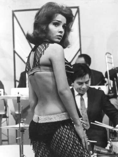 Hace 36 años Ana Martín robaba la atención de hombres y mujeres a bailar en jaulas en la película 'A Go Go'.