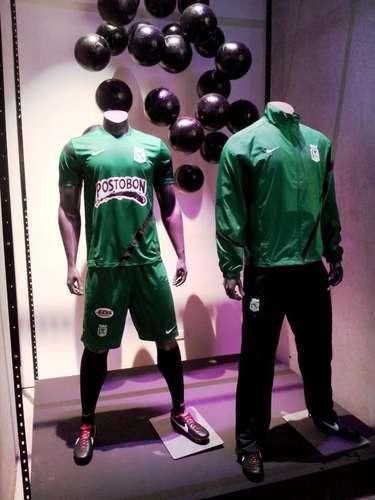 Uniforme de entrenamiento y sudadera Nike para este 2013 en Atlético Nacional.