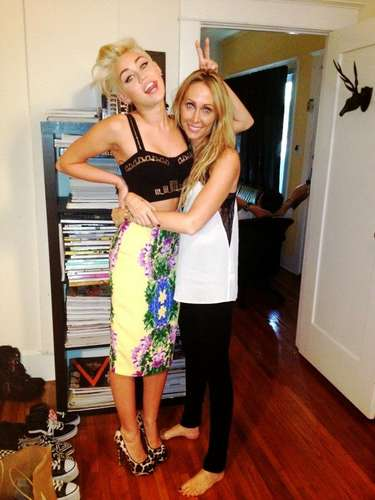 Aww, Miley Cyrus has a cute moment with her mom.