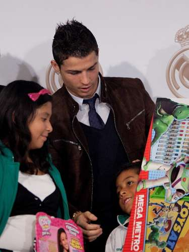 He also is an active participator in promotions for Real Madrid, like 'In Christmas, No Child Shall Not Have a Toy,' in 2012.