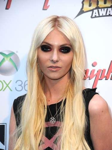 La joven actriz Taylor Momsen, que se hizo conocida por su rol en la serie adolescente Gossip Girl, dio un giro a su carrera convirtiéndose en una provocadora rockera que anunció que renunciaba a su faceta de actriz.