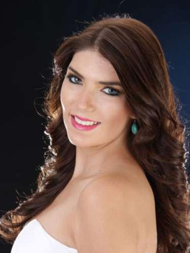 María Claudia Morales Mora - El Oro. Tiene 21 años de edad, su estatura es de 1.78 metros y como idioma adicional domina el inglés.