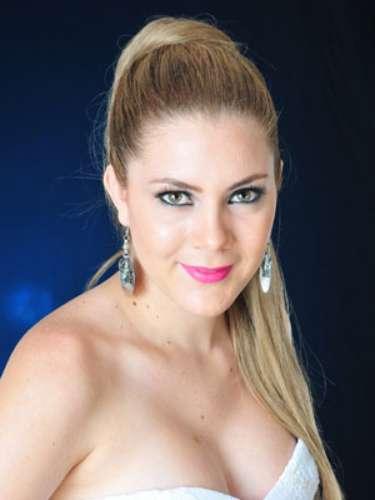 Emely Ormaza Moreira - Santo Domingo. Tiene 19 años de edad, su estatura es de 1.70 metros.