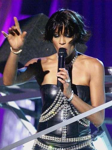 Whitney Houston y su potencia vocal fueron los grandes protagonistas de la ceremonia del año 2000, pues la notas del tema 'I Learned From The Best' resuenan todavía en la memoria de aquellos que admiran las grandes presentaciones de esta importante cita musical.