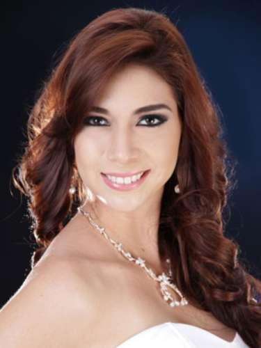 Pamela Villacreses Tapullima - Guayas . Tiene 21 años de edad, su estatura es de 1.71 metros y como idioma adicional domina el inglés.