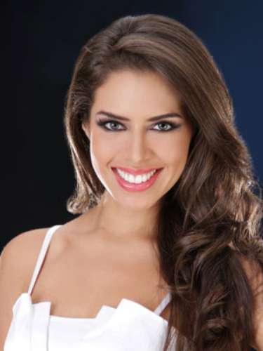 Giuliana Villavicencio Freire - Guayas. Tiene 22 años de edad, su estatura es de 1.70 metros y como idiomas adicionales domina el inglés y el francés.