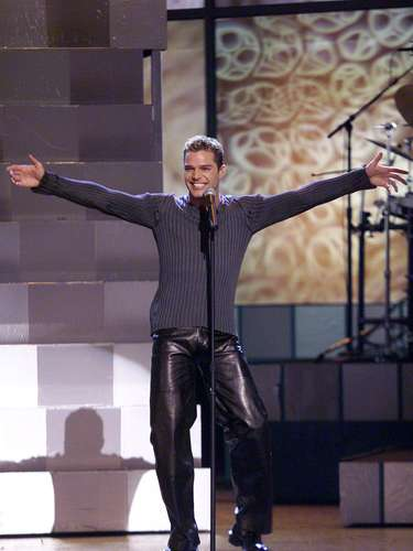 Ricky Martin enamored with a vibrant rendition of his crossover hit, 'Livin' la vida loca' at the 1999 Grammys cemented his place in anglo pop.