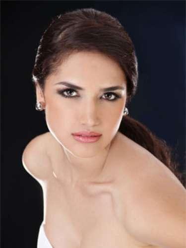 Ena Córdova Sarmiento - Loja. Tiene 21 años de edad, su estatura es de 1.79 metros y como idioma adicional domina el inglés.