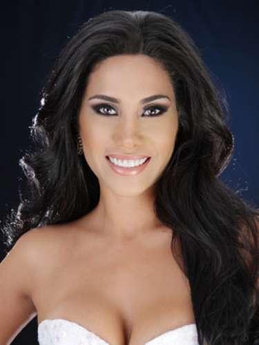 Andrea Macías Huerta - Esmeraldas. Tiene 24 años de edad, su estatura es de 1.75 metros y como idioma adicional domina el inglés.