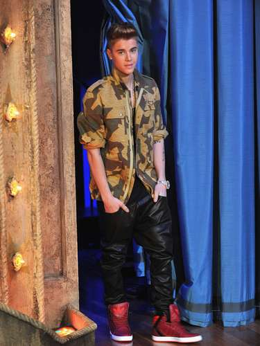 Justin Bieber is in NYC to promote his new album, Believe Acoustic, and last night he dropped by \