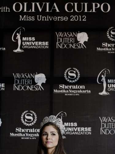 Miss Universo 2012, Olivia Culpo continúa con su travesía por el mundodurante su primer viaje real por Indonesia, donde además de una serie de actividades, entre las que se destacan sesiones fotográficas, innumerables ruedas de prensa, galas de caridad y compartir con la gente de la comunidad, también ha tenido la oportunidad de acompañar a larecién coronada Miss Universo Indonesia 2013,Whulandary Herman.