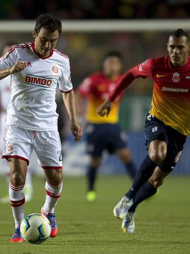 Luis Pérez aportará toda su experiencia en el medio campo 'rojiblanco' ante su ex equipo.