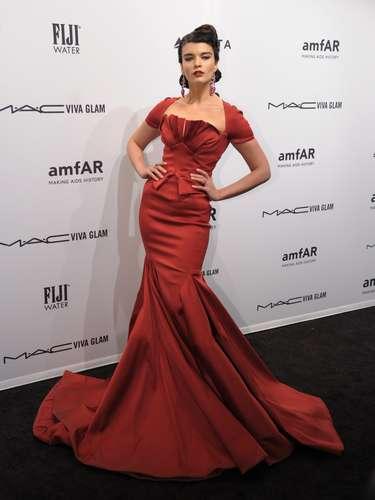 La modelo Crystal Renn optó por un vestido estilo sirena.