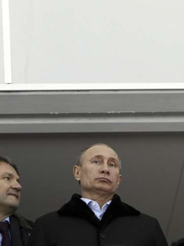Russian President Vladimir Putin (C), flanked by Vice Premier Dmitry Kozak (L) and Krasnodar region Governor Alexander Tkachev, visits the Speed Skating center Adler Arena.